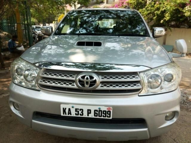 Toyota Fortuner 2WD MT 2010